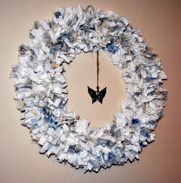 rag wreath white and blue